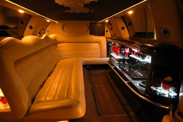 8 Person Lincoln Limo Service Kansas City