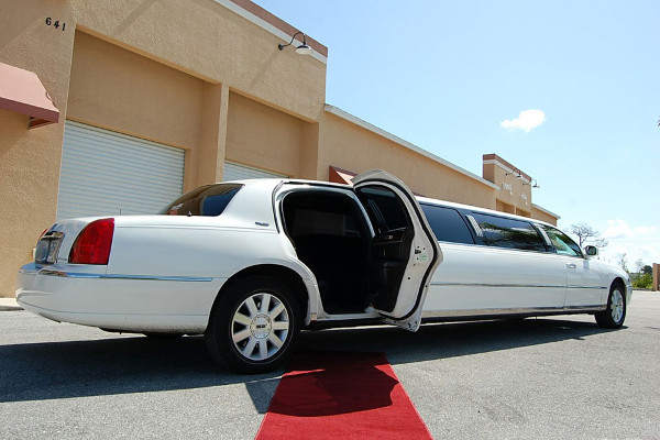 8 Person Lincoln Stretch Limo Kansas City